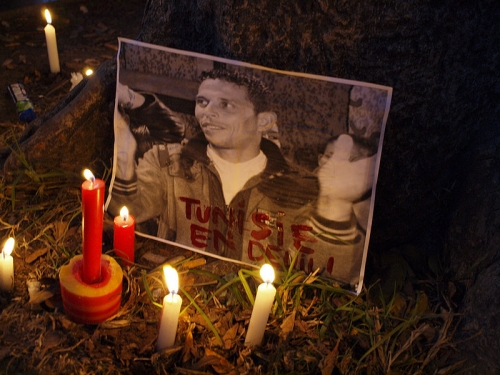 800px-Mohamed_Bouazizi_candle.jpg